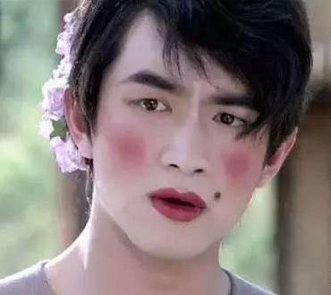 八公举:清明拒绝做浓妆鬼,惨白脸血红唇这样的祭祀妆我有点害怕。