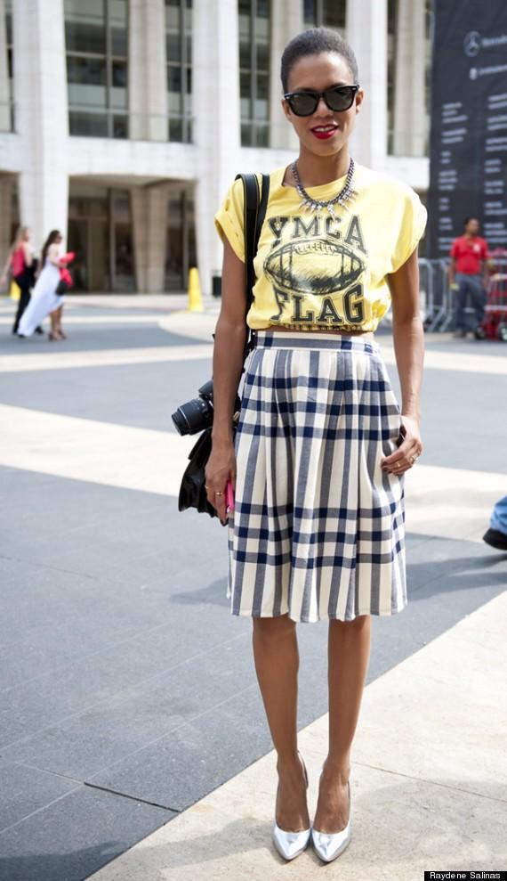 T恤+半裙,美丽和犯懒两不误