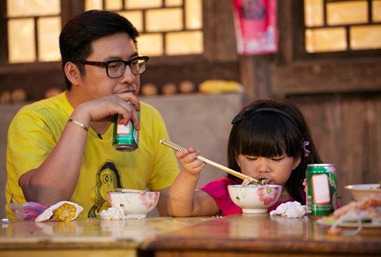爸爸 曝光王岳伦李湘定情手镯 一戴就是5年
