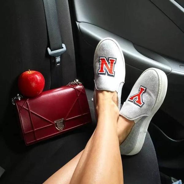 最新的鞋子和包包 总会出现在她的出租车里 | 博主