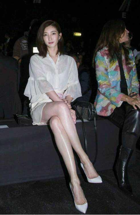 邓紫棋自黑介意腿被拍粗,我只想送她价值五百万的瘦腿秘籍!