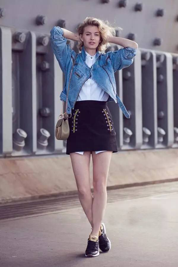 裙子加运动鞋 这是今年春天最潮搭配图片