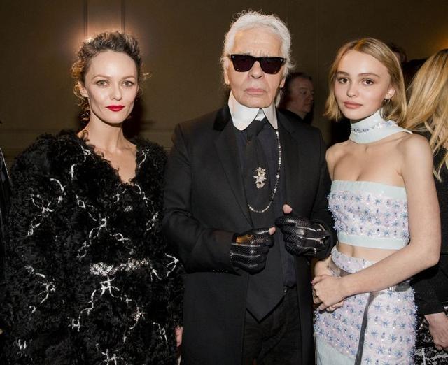 拿下Chanel全新香水代言 星二代Lily的霸气人生