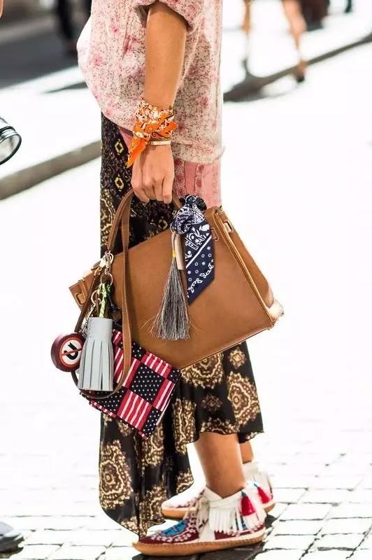 提个时髦的醒 包包没包挂就像出门没洗头