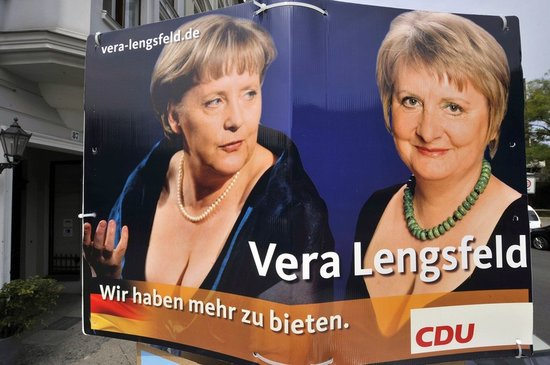 默克尔成功连任德国总理 铁娘子造型盘点