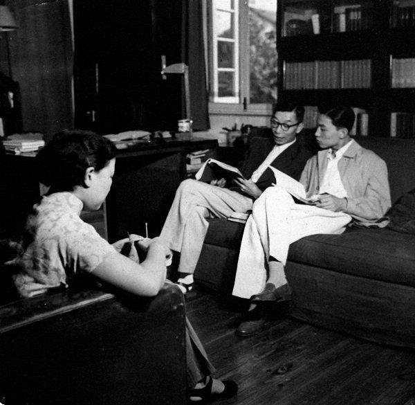傅聪与父母在书房