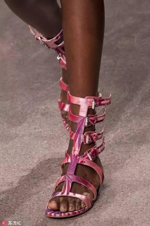 纽约时装周上最美的鞋子和包包都在这里了