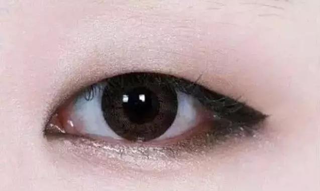 胖迪换眼线妆啦!倒影眼线成新一代显嫩神器!