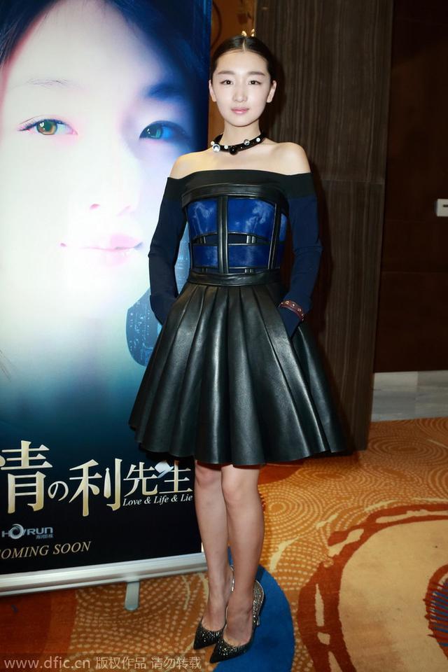 穿衣榜:柳岩示范一条抹胸裙的两种穿法
