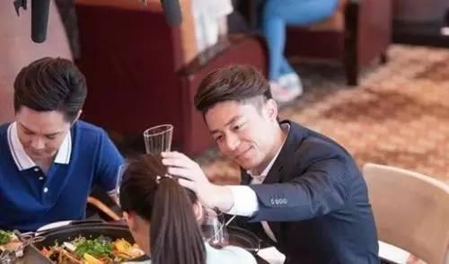"""没男人给你""""摸头杀""""?可能是你头发太油了!"""