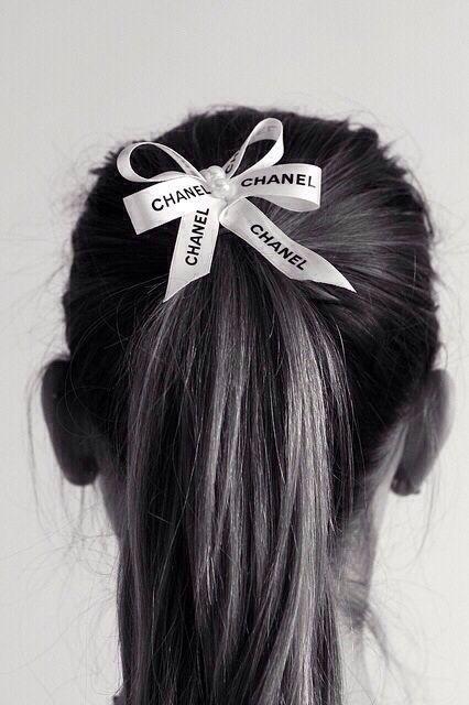 八公举:CHANEL包装上的丝带别扔掉,给我当发带好不好?