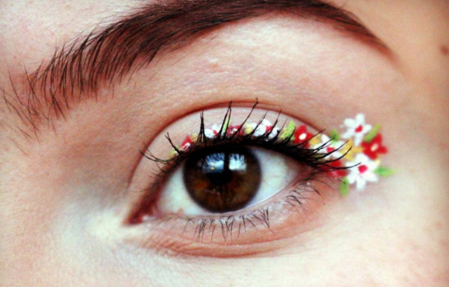 姑娘,你的眼线开花了