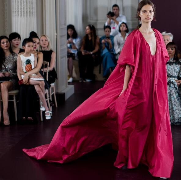 Valentino又带来超越现实的美 女神们这辈子也戒不掉它了