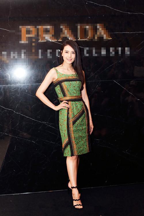 绿裙子不是谁都能穿的,杨幂就输给了迪丽热巴!