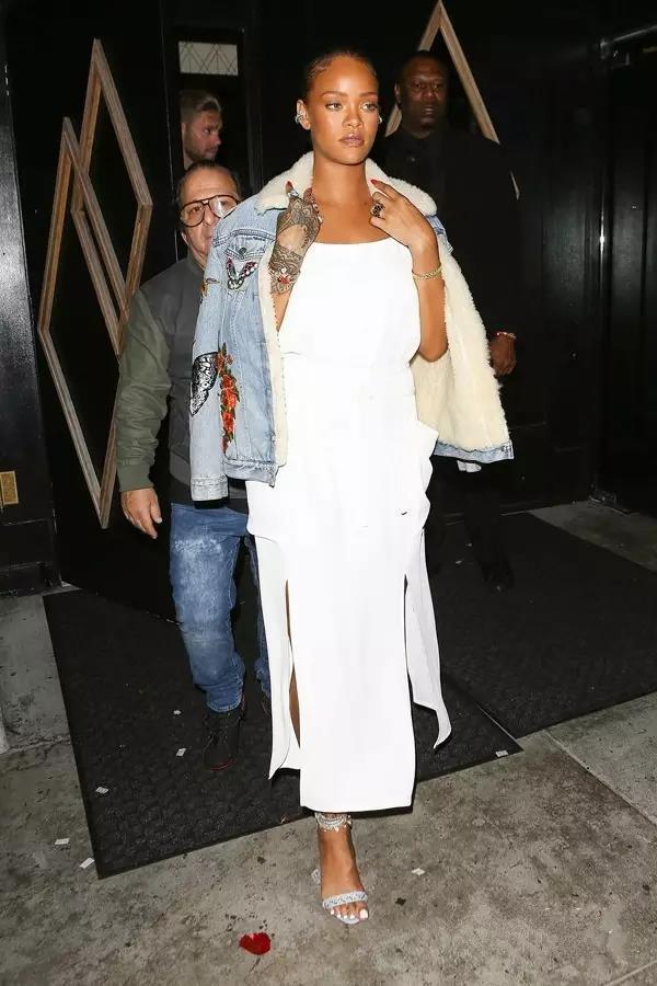 什么?Baby有了小baby,但她身上这件显瘦外套更吸引我!