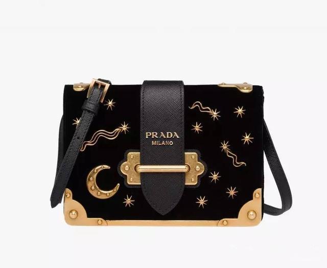 让Prada大翻身的Cahier bag 连宋佳baby都抵挡不住它的诱惑