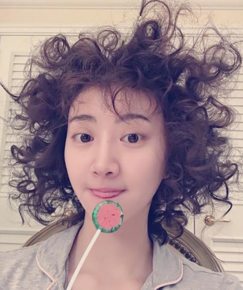 """八公举:景甜凭它比萌,赵丽颖带它走红毯,升级版""""Baby Hair""""时髦到炸"""