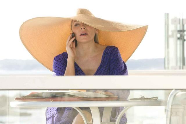 要去海边旅行的你必须get!遮阳草帽就要搭这样的发型