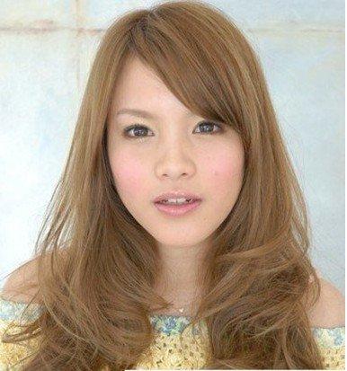 将头发亚麻染出额头发型的棕色更显好看.脸年轻大颜色什么大图片欣赏造型图片