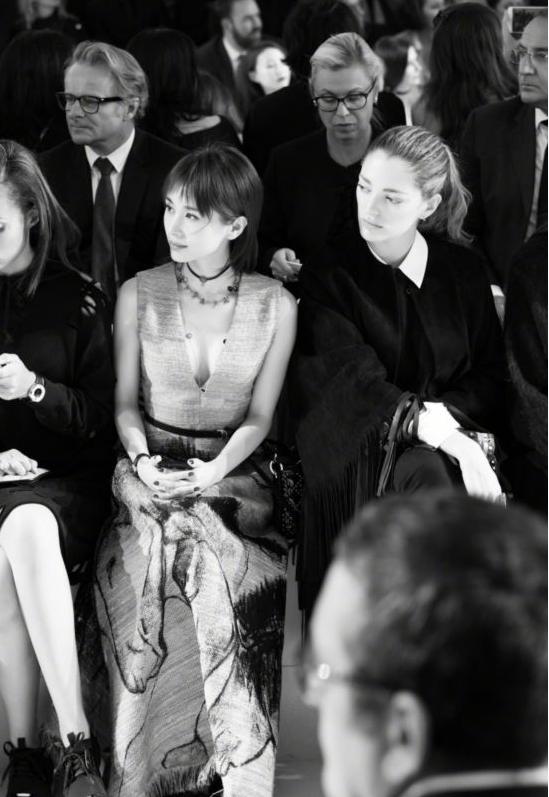 """王子文出席巴黎时装周皮肤自带光芒  """"曲妖精""""告诉你精致女人要从护肤做起!"""