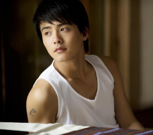 陈奕迅将七的梵文的纹身图片