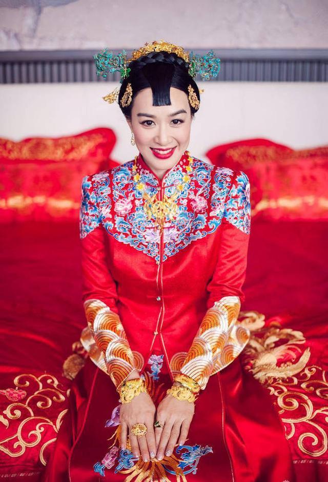 钟丽缇三个女儿改姓 与张伦硕实力秀恩爱  47岁女神一张水光肌你说羡慕不羡慕?
