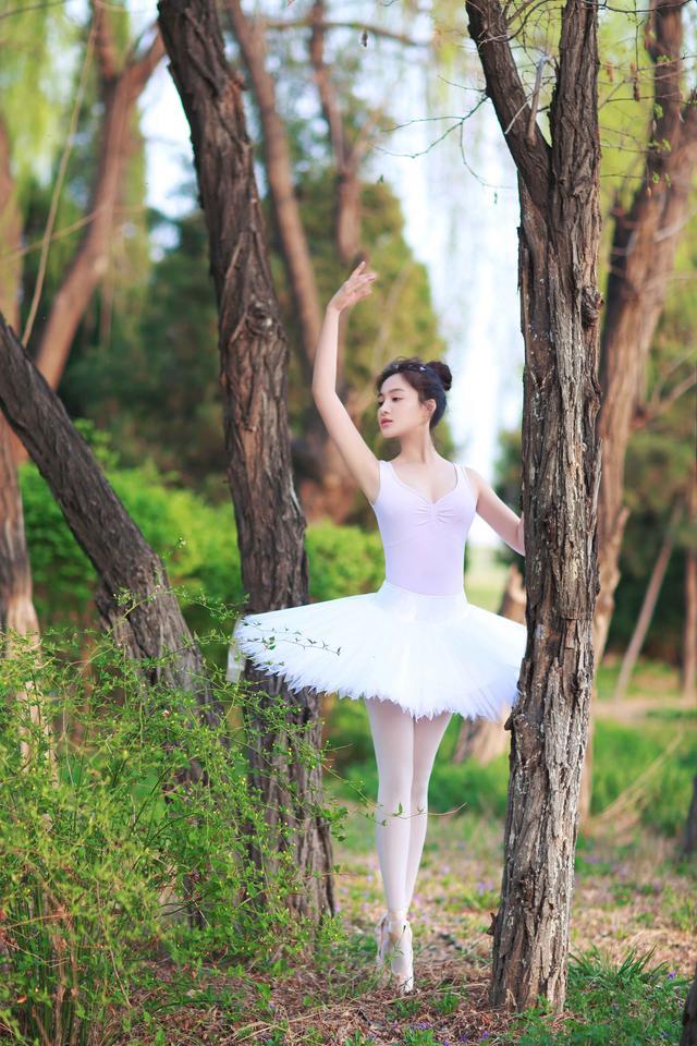 长腿女神孙嘉璐化身芭蕾精灵 生活方式 图1
