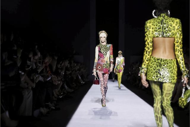"""穿成""""午夜动物""""的tom ford为纽约时装周拉开序幕 最性感设计师为何能"""