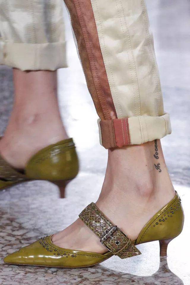 小白鞋、细高跟Out!半个娱乐圈都在穿这双鞋!