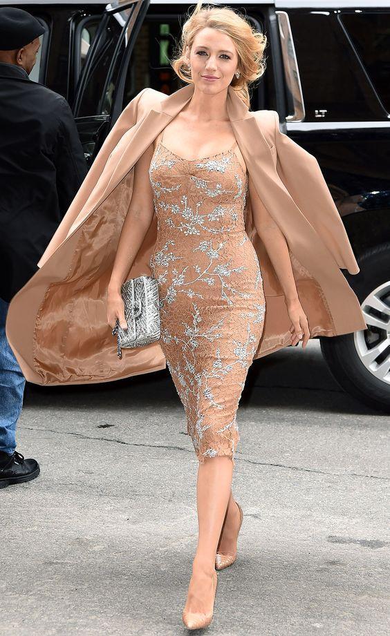 时尚穿搭遮孕肚 孕期照样光彩照人