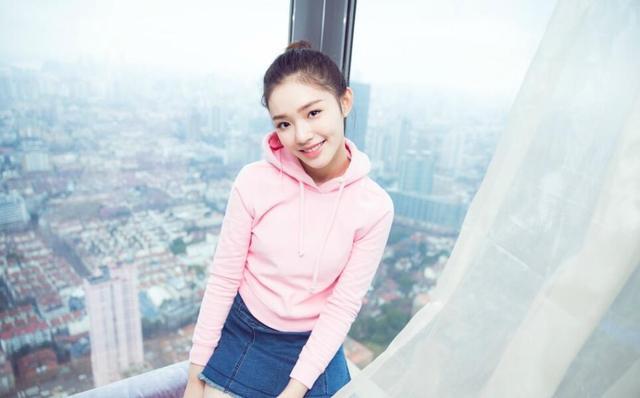 李小璐、林允、宋茜众女星撞衫也要穿这件少女卫衣!