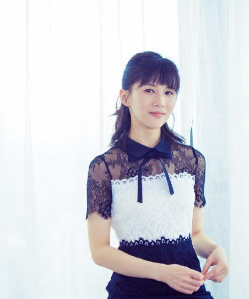papi酱,她的刘海虽然一开始以为是个女屌丝不修边幅,但是居然神奇的图片