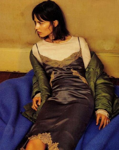 """今天穿什么:""""睡衣风""""到夏天就变成了""""吊带睡裙""""迷之性感!"""