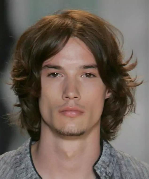 时尚先生 微信号:esquirecn 长发并非是女性的专利,也并非艺术家的特
