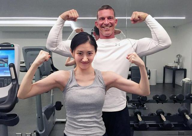 姑娘,你手臂上的囊肉手感真好