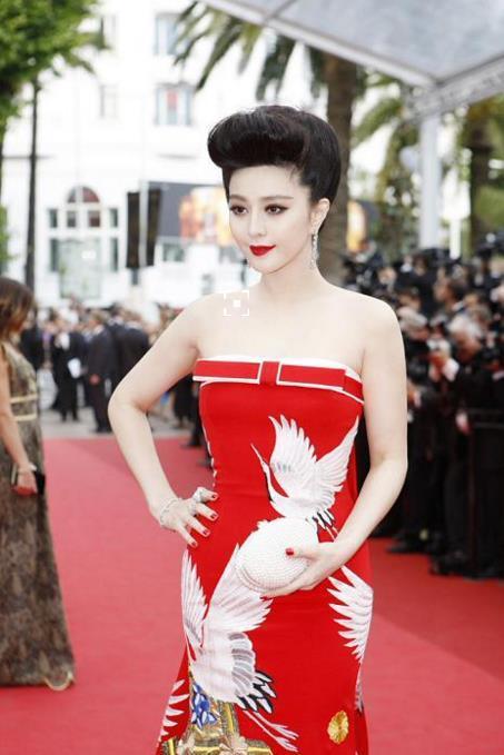 刷完红毯图,也想美美地穿抹胸裙,怎么破!