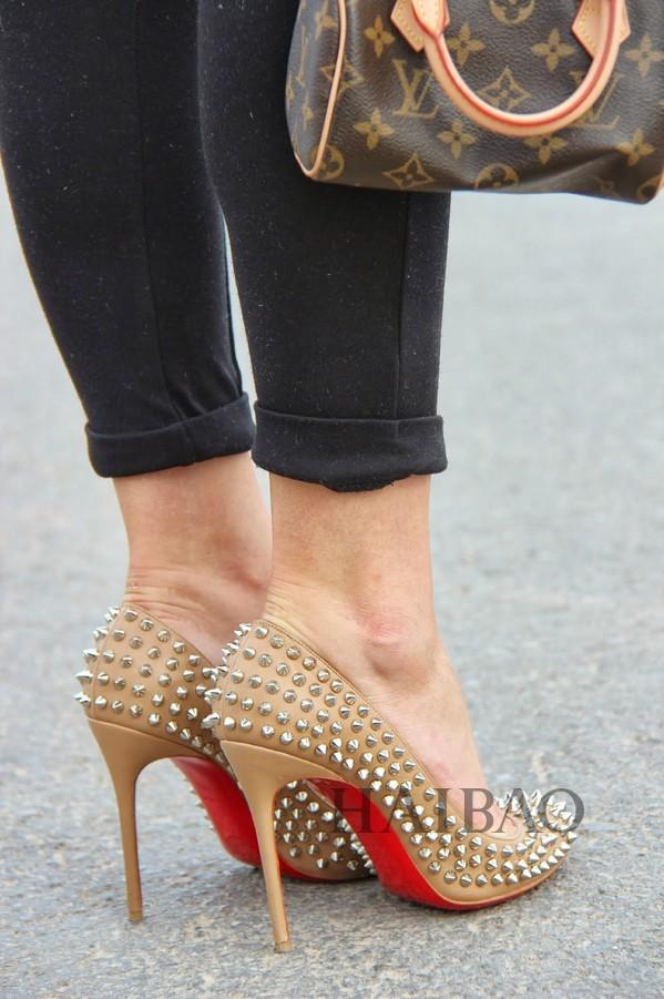 站在高跟鞋上我能看见全世界!