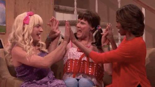 奥巴马大叔短剧嘟嘴卖萌伪娘性感夫人秀两个性感美女同性恋短裙亲吻图片