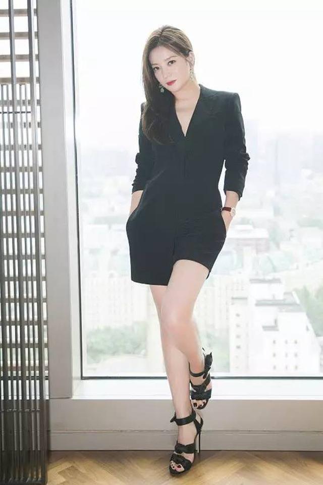 """赵薇简直把衣橱搬进了《中餐厅》!这才是""""薇胖""""的正确打开方式"""
