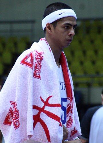 图文:卡塔尔vs菲律宾 匹克无微不至