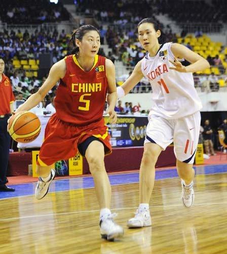 图文:中国vs韩国 卞兰带球突破