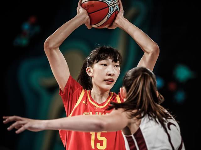 女篮新星感叹邵婷表现:真是领袖 今天我被球迷干扰了