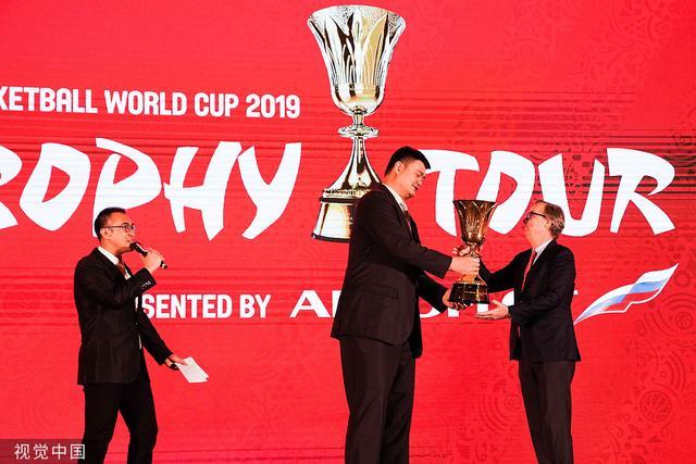 篮球世界杯倒计时100天 奖杯巡游活动在京举行