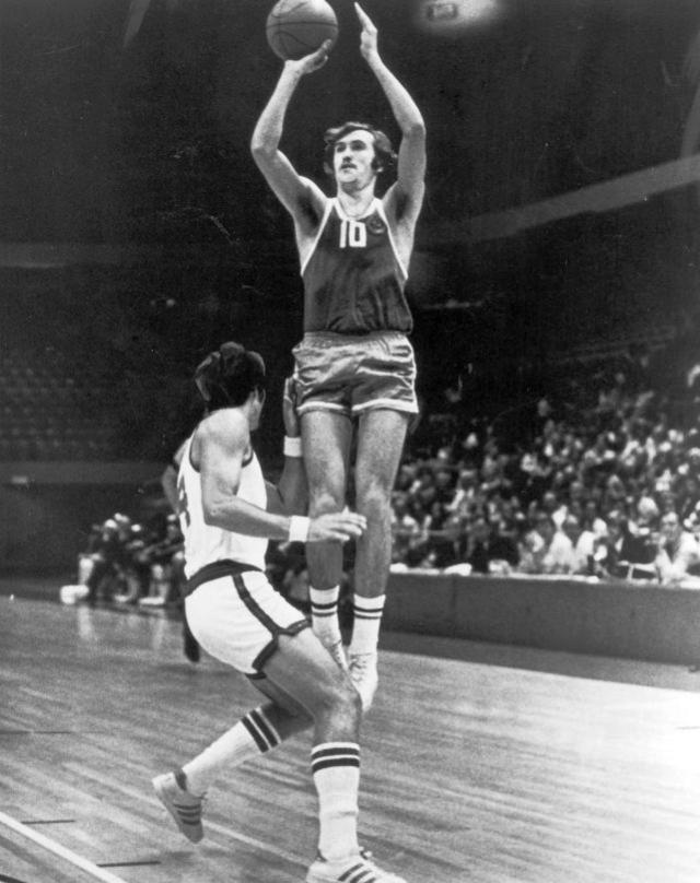 苏联蹩脚门将转行篮球 送美国男篮奥运首败
