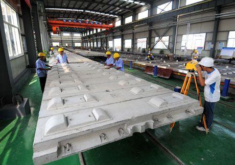 板是目前世界生产工艺最先进的铁路轨道板,能保证高速列车以