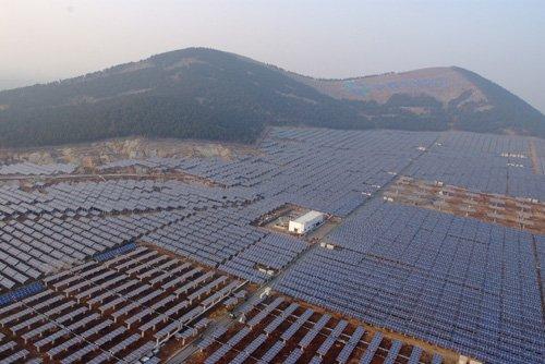 保利协鑫20兆瓦太阳能光伏地面电站竣工发电