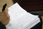 厦大学生听取刘胜义演讲时仔细做笔记