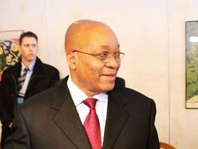 花絮:南非总统祖玛遭论坛主持人刁钻提问