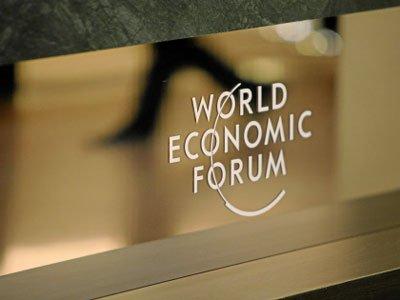 图文:达沃斯小镇随处可见的WEF标志