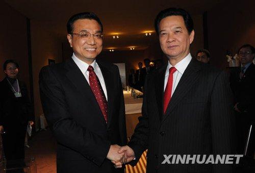 李克强会见越南总理阮晋勇